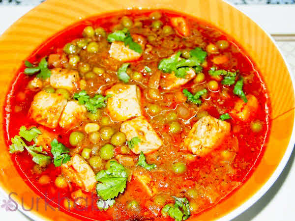 Simple matar paneer recipe matar paneer is a popular main course indian dish made with green peas paneer and blend of spices i use green peas a lot not just because it has got a forumfinder Gallery